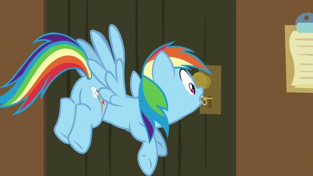 File:Rainbow Dash unlocks the escape room door S7E2.png