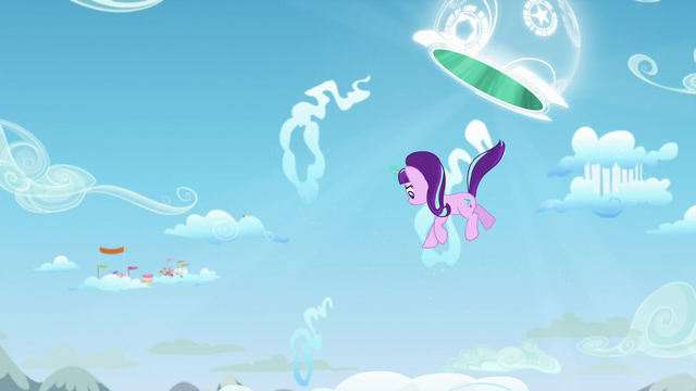 File:Starlight goes out of the portal S5E26.png