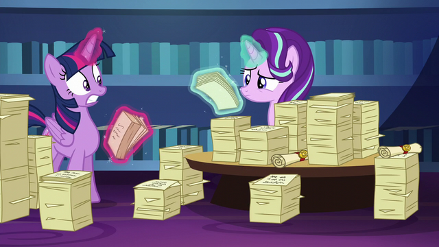 File:Twilight Sparkle looking spooked S6E1.png