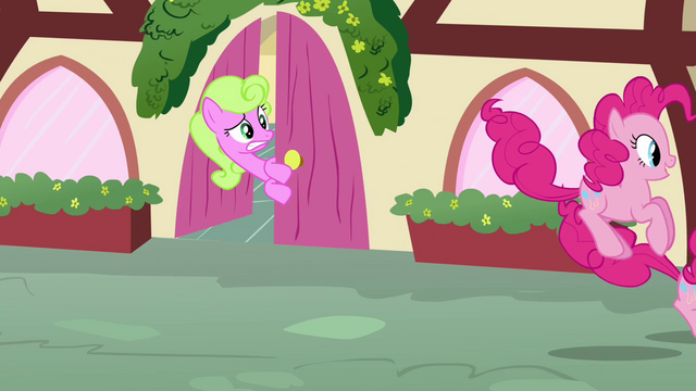 File:Daisy sees the Pinkie clones hopping S3E03.png