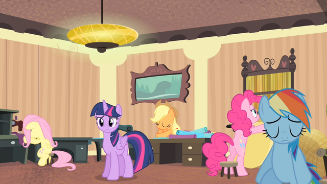 File:Rarity's friends continue their work S4E08.png