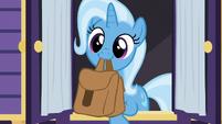 Trixie cutely picking up saddlebags S6E25