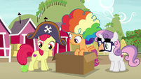 Apple rolls next to Apple Bloom's hoof S7E8