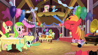 Giving a surprise party S2E14