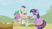 Twilight looking at her sandwich S1E03