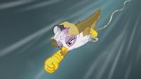 Gilda dives to Rainbow Dash's rescue S5E8