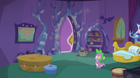 Spike sees the door closed S5E5