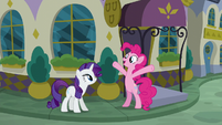 "Pinkie Pie ""the food here must be amazing!"" S6E12"