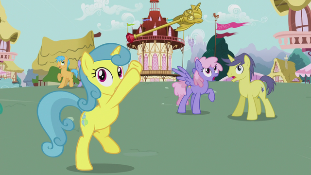 File:Lemon Hearts throws the Twilicane up S5E9.png