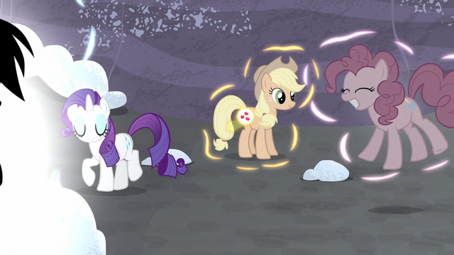 File:Twilight's friends returning to normal S5E2.png