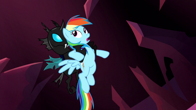 File:Changeling catches Rainbow Dash S5E13.png