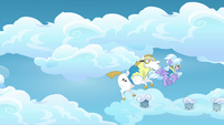 Cloudchaser and Bulk Biceps sees Rainbow and Lightning flying away S3E07