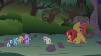 Fluttershy steps between the two sides S1E02