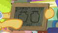 Goldie Delicious draws two preserve jars S7E13.png