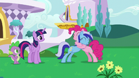Minuette hugging Pinkie Pie S5E12
