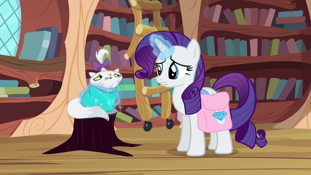 File:Rarity wraps Opal in a blanket S03E11.png