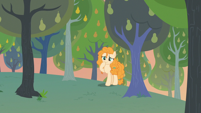 File:Pear Butter finding a cute scene S7E13.png