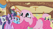 Pinkie Pie turns her head upside down S1E05