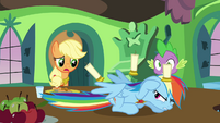 Rainbow Dash under attack by candles S03E10