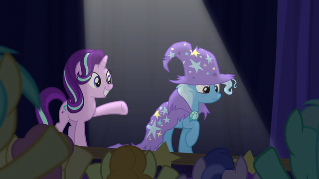 File:Starlight presents Trixie to the crowd S6E6.png