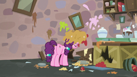 Sugar Belle alone in her ruined bakery S7E8