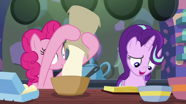 File:Pinkie Pie adding flour to the batter S6E21.png