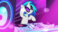 DJ Pon-3 dropping the beat S6E9