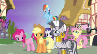 Ponies looking at Zecora S4E02