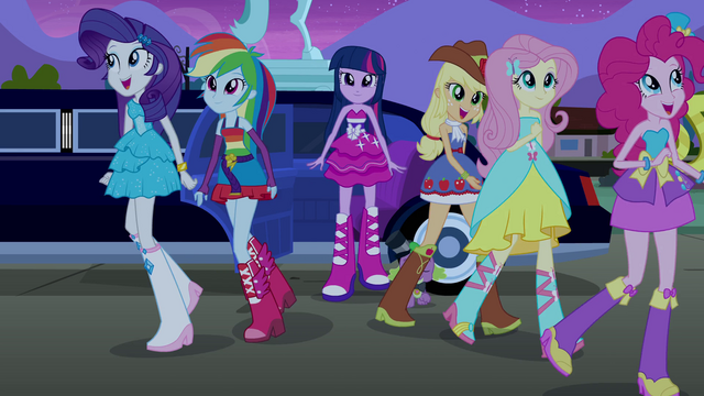 File:Twilight and friends arrive at the party EG.png