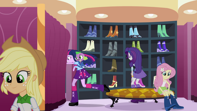File:Twilight running behind a curtain EG.png