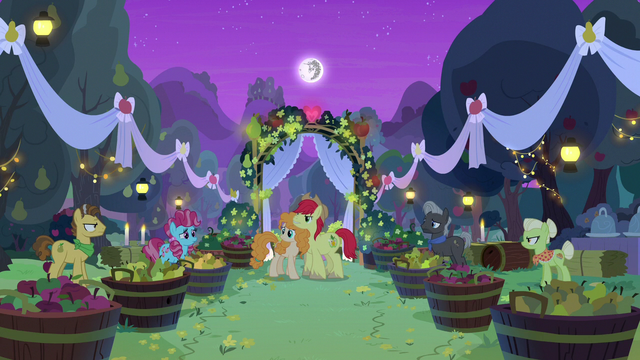 File:Granny Smith and Grand Pear crash the wedding S7E13.png