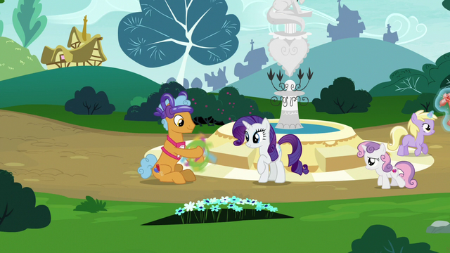 File:Twisty Pop making a balloon bouquet S7E6.png