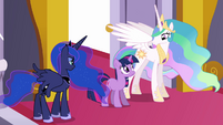 Celestia convinces Twilight that she will not fail S3E01