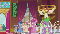 Spike in a wedding chair S5E9