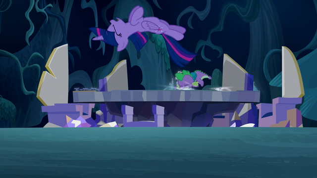 File:Twilight and Spike hits the map S5E26.png