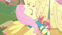 Fluttershy soaring up S4E14