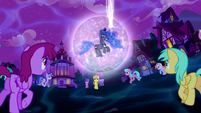 Ponies gather around Princess Luna S5E13