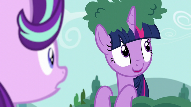 File:Twilight sees Derpy in the sky S6E6.png