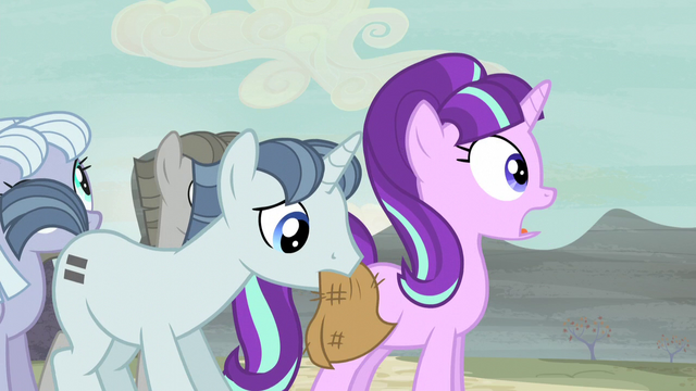 File:Party Favor wipes Starlight's makeup away S5E2.png