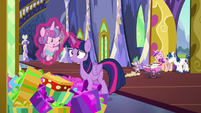 Twilight picks up Flurry out of present pile S7E3