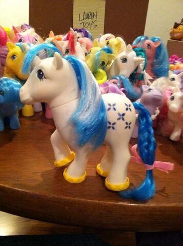 File:Lauren Faust G1 Majesty toy.jpg
