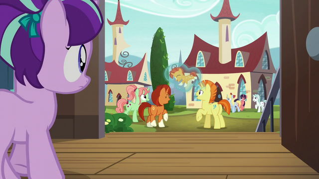 File:Filly Starlight walking to see Sunburst with his parents S5E26.png