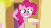 Pinkie scratches her head S5E19