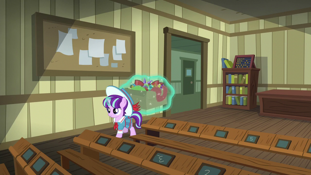 File:Young Snowfall enters a classroom S6E8.png