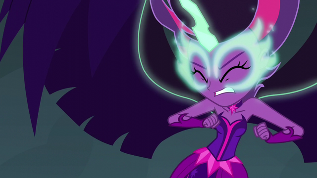 File:Midnight Sparkle preparing for war EG3.png