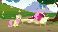 Pinkie Pie dangling her head S3E3
