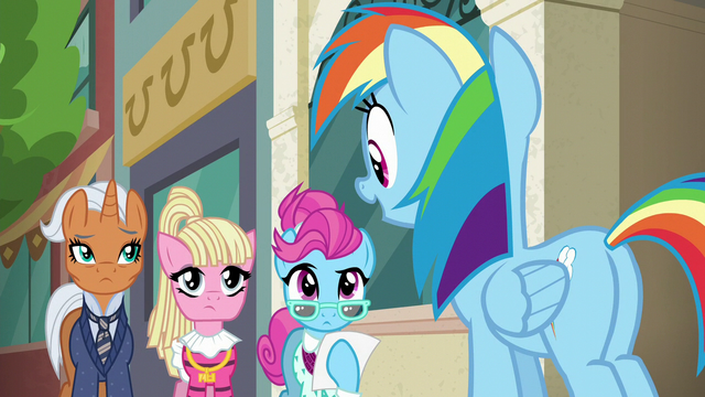 "File:Rainbow Dash ""before we begin"" S6E9.png"