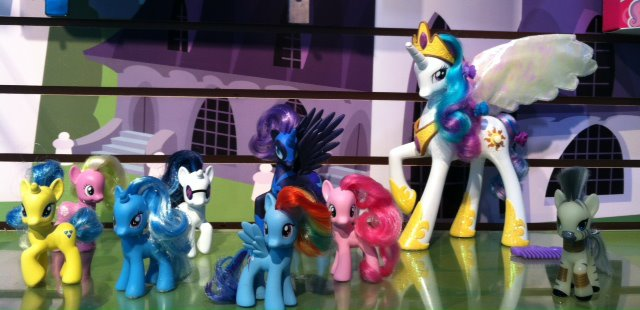 """File:Toys """"R"""" Us exclusive toys 2012.jpg"""