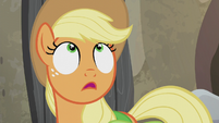 Applejack looking up S5E20