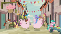 Discord and Trixie riding Pigasi S6E26
